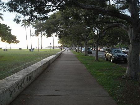 アラモアナ・ビーチ・パークの舗道