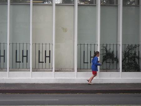 メイシーズの壁と少女