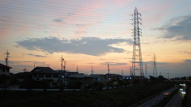 夕焼け空に曇と鉄塔
