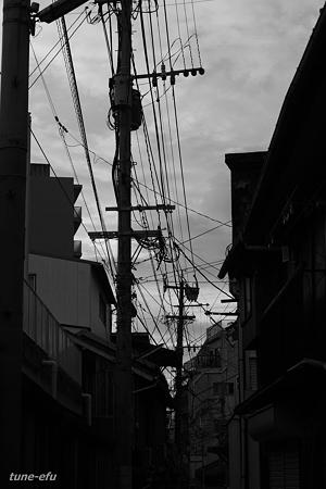 見上げる街
