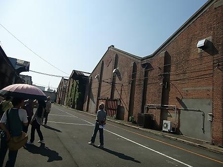 赤レンガ倉庫「昼下がりの散策」