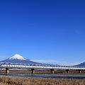新幹線N700系と富士