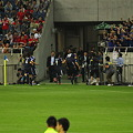 Photos: 香川が本田に抱きつきます