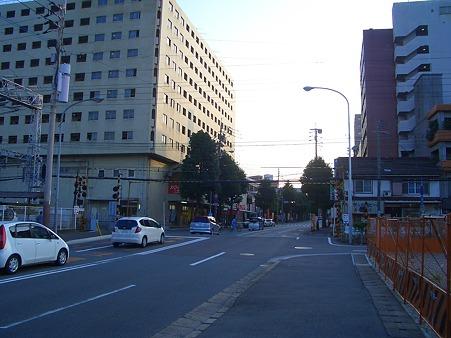 雑餉隈駅近くの踏切(2)