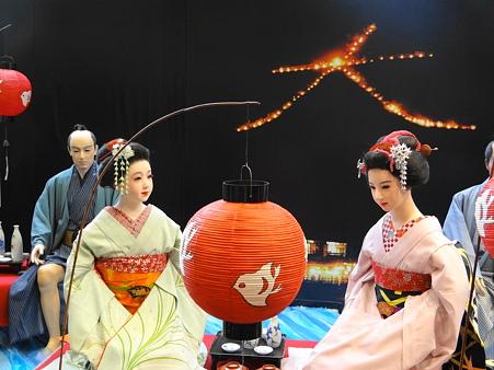 京都駅コンコース 人形達の送り火光景