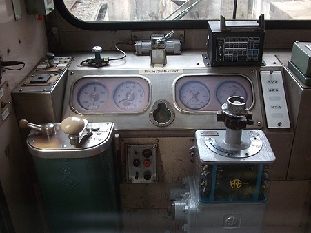 H72-運転台