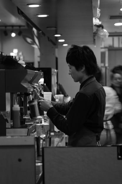カフェで働く人々