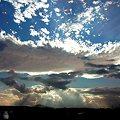 写真: 空と雲と光芒と