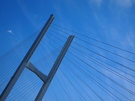 秋晴れと女神大橋