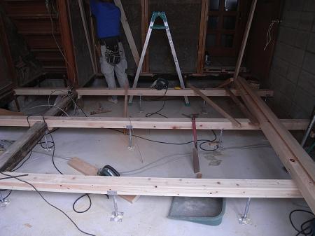 キッチン床下地-1