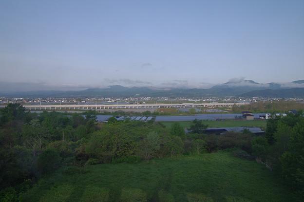 s7242_車窓_北海道新幹線高架