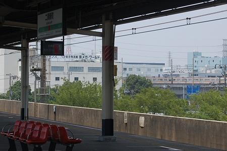 二俣新町駅ホームから高谷支線を見る