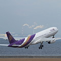 写真: A330
