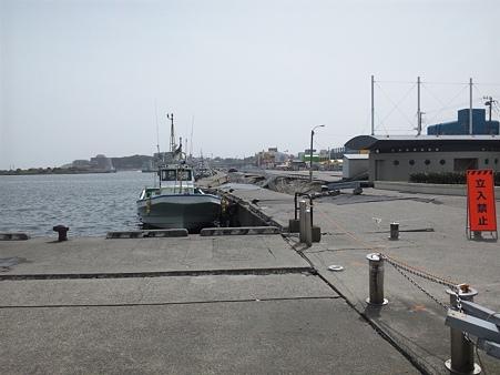 震災後の那珂湊港おさかな市場前