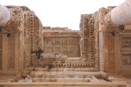 2011.01.23 トルコ 古代都市エフェス ケルスス図書館 ファサード天井