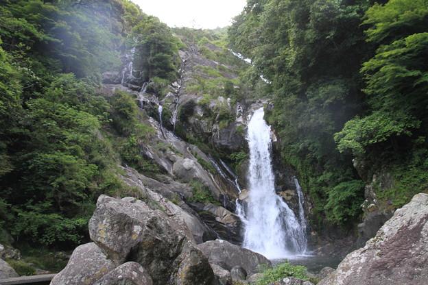 写真: 100521-15九州ロングツーリング・見帰りの滝とその雌滝(左側)