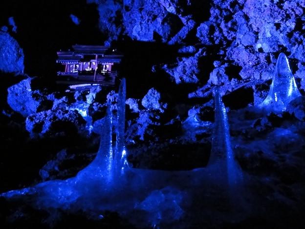 鳴沢氷穴 II