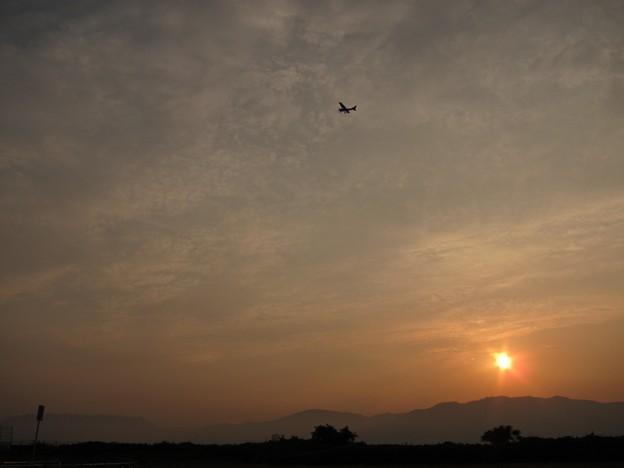 Photos: 夕方、プイーンとセスナ飛ぶ
