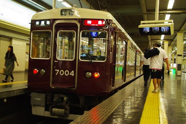 写真: 阪急電車 特急新開地行き
