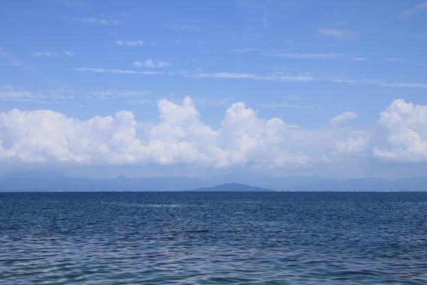 琵琶湖 青空と夏の雲